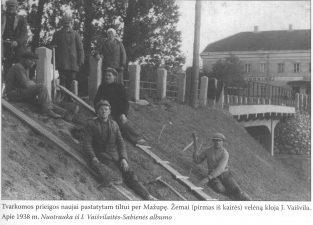 7. Tvarkomos prieigos naujai pastatytam tiltui per Mažupę. Apie 1938 m.