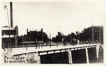8. Respublikos tiltas per Nevėžį ties Mielių ir spirito rektifikacijos (buvusiu Stanislovo Montvilos) fabriku. 1930 m.
