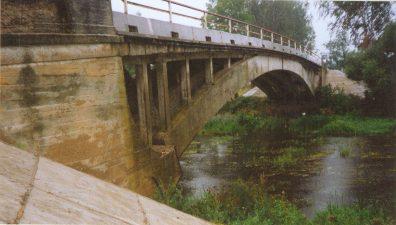 15. Paliūniškio originalios konstrukcijos arkinis gelžbetoninis tiltas – vienintelis toks Lietuvoje. 1995 m.