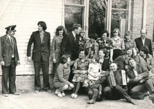 Įkurtuvių šventės svečiai. Stetiškiai (Panevėžys). 1979 m.
