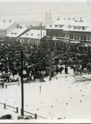 Turgus Panevėžio Laisvės aikštėje. XX a. 4 deš. Fotogr. Antano Patamsio