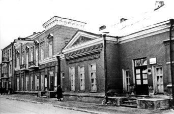 Panevėžio miesto masinės bibliotekos Nr. 1. ir kultūros namų pastatas Respublikos g. 37. 1958 m.