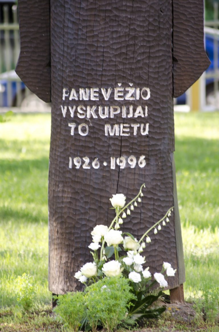 Koplytstulpis Panevėžio vyskupijos 70-mečiui. Astos Rimkūnienės nuotrauka