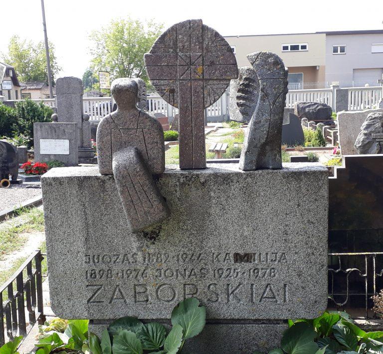 Juozo ir Kamilijos Zaborskių antkapinis paminklas. Astos Rimkūnienės nuotrauka