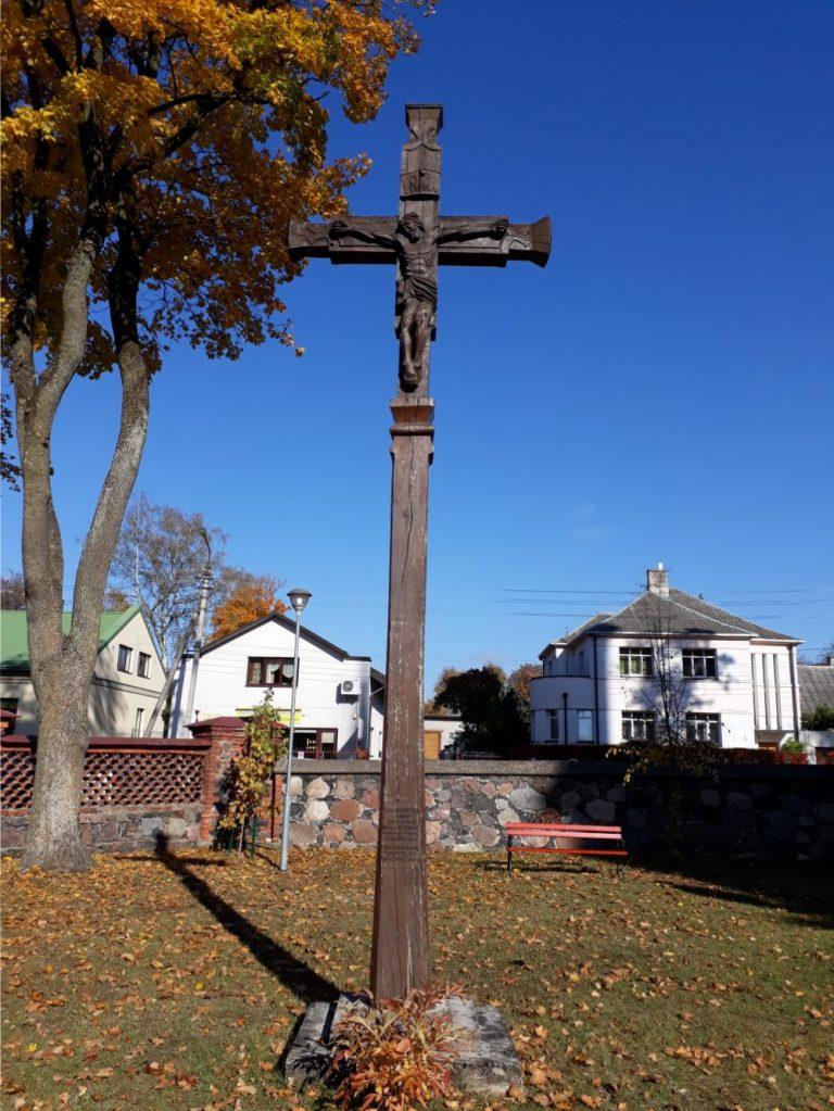 Kryžius, skirtas Šv. apaštalų Petro ir Povilo bažnyčios 120 metų ir mons. J. Juodelio kunigystės 50 metų jubiliejams. Astos Rimkūnienės nuotrauka