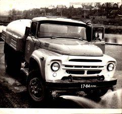 Specializuotos autotransporto įmonės vandenvežės vairuotojas Jonas Aleknavičius. 1980 m. spalis