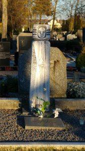 Julijos Rapšienės ir Laimos Rapšytės antkapinis paminklas. Aivaro Neimonto nuotrauka