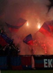 """4.Savo komandos pergalę švenčiantys Panevėžio """"Ekrano"""" fanai """"Pirmoji armada"""". Iš pirmoji-armada.lt"""
