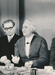 Mokytojų vakaronė Panevėžio 1-ojoje vakarinėje pamaininėje vidurinėje mokykloje. Iš kairės: Marija Kuzmienė, Vytautas Knizikevičius, Aleksandra Šilgalytė, Motiejus Lukšys. Panevėžys. 1975 m. PAVB F80-625