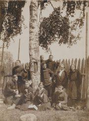 Panevėžio lenkų gimnazijos moksleiviai su mokytoja Erna Ropp. Panevėžys. 1932 06 04. PAVB F96-176