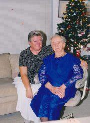Pedagogė, rašytoja, visuomenininkė Vanda Frankienė-Vaitkevičienė su dukra Vida Marija Frankaite-Meiluviene minint V. Frankienės-Vaitkevičienės 90-metį. Florida (JAV). 1999 m. PAVB F8-735