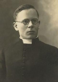 """Kunigas S. Mažeika MIC. Fotoateljė """"Modern"""". Kaunas. 1933 m. ŽVM GEK 3148/37"""