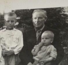 Mykolas, Petras ir Jonukas Čipliai. Nuotrauka iš J. V. Čiplytės asmeninio archyvo
