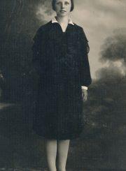 Emilija Šukytė – Panevėžio mokytojų seminarijos absolventė. Panevėžys. 1929 m. PAVB F116-40