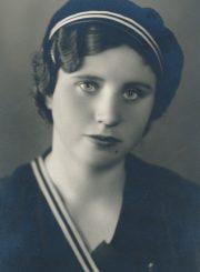 Emilija Šukytė – Dotnuvos žemės ūkio akademijos II kurso studentė. Fotogr. J. Pauros. Panevėžys. 1935 m. PAVB F116-40