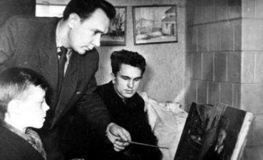 Petras Čiplys Alberto Stepankos studijoje. 1958 m. Iš kairės: 2-as Albertas Stepanka, 3-ias Petras Čiplys. Nuotrauka iš Lietuvos valstybės centrinio archyvo fondų