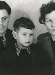Donatas ir Ona Banioniai su sūnumi Egidijumi. Apie 1956 m. Fotogr. K. Vitkaus. PAVB FKV-424/4