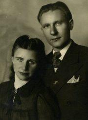 Emilija Juzulėnienė su vyru Augustinu Juzulėnu. Panevėžys. 1946 m. PAVB F116-41