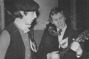 Valdemaras Kukulas ir Vidas Klybas. Kupiškis. 1975 m. Iš Kupiškio Lauryno Stuokos-Gucevičiaus gimnazijos muziejaus fondų