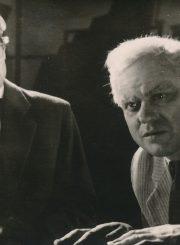 """A. Milleris """"Komivojažerio mirtis"""" (rež. Juozas Miltinis, Vaclovas Blėdis), 1958 m. Česlovas Pažemeckas – Bernardas, Donatas Banionis – Vilis Lomenas. Fotogr. K. Vitkaus. PAVB FKV-145/9-2"""