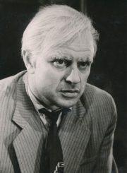 """A. Milleris """"Komivojažerio mirtis"""" (rež. Juozas Miltinis, Vaclovas Blėdis), 1958 m. Donatas Banionis – Vilis Lomenas. Fotogr. K. Vitkaus. PAVB FKV-145/17-6"""