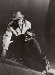 """W. Borchertas """"Lauke, už durų"""" (rež. Juozas Miltinis), 1966 m. Algimantas Masiulis – Kitas, kurį kiekvienas pažįsta; Donatas Banionis – Bekmanas, vienas iš tų. Fotogr. K. Vitkaus. PAVB FKV-183/5-30"""