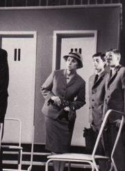 """F. Dűrrenmattas """"Fizikai"""" (rež. Juozas Miltinis), 1967 m. Kairėje Donatas Banionis – Johanas Vilhelmas Mebijus, pacientas. Fotogr. K. Vitkaus. PAVB FKV-186/1-105"""