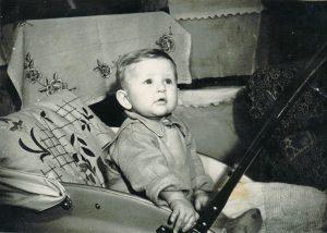 Pirmoji Valduko nuotrauka. Kupiškis. 1960 m. Iš Valdemaro Kukulo asmeninio archyvo