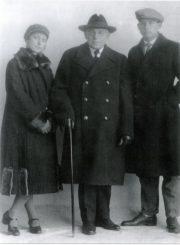 J. Masiulis su dukra Ona ir sūnumi Jonu
