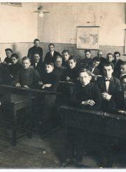 Panevėžio valstybinės gimnazijos moksleiviai su mokytoju Venantu Morkūnu. Apie 1925–1927 m. PAVB F9-1239