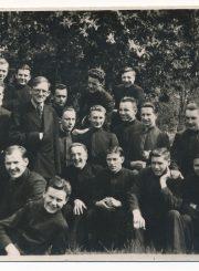 Panevėžio valstybinės gimnazijos abiturientai su mokytoju Venantu Morkūnu. 1936 m. PAVB F58-157