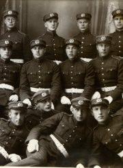 Karo mokyklos kursantai. A. Gabrėnas – apatinėje eilėje 2-as iš kairės. Kaunas. 1931 m. Fotogr. M. Šuro. PAVB F87-78