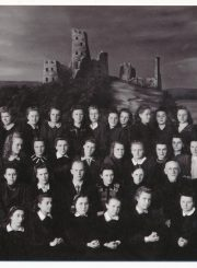 Panevėžio mergaičių gimnazijos IVa klasės moksleivės su mokytojais. 2-oje eilėje iš kairės mokytojai: 4-a Sofija Strabulienė, 5-as Alfonsas Kubilius, 6-a S. Paičiūtė, 7-a Antanina Volodkaitė, 8-as Bronius Adomulis, 9-as dir. Bronius Juška, 10-as Venantas Morkūnas, 11-as Mykolas Lukoševičius. 1947 m. PAVB F137-240