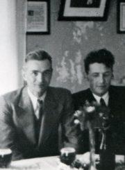Vaivadų šeima Palangoje. Bronius (2-as iš kairės) ir Vanda su dukrele. 1938 m. PAVB F30-9