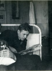Studijų draugai Kaune, Aleksote. A. Gabrėnas – centre. 1934 m. PAVB F87-80