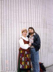 Dovilė Užubalytė-Zduobienė su vyru Arvydu Zduoba. Apie 1995 m.