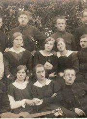 2. Panevėžio apskrities Kupiškio miesto aušrininkai. Apie 1920 m. Nuotrauka iš Panevėžio kraštotyros muziejaus rinkinio