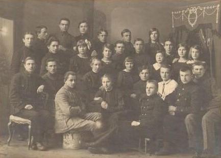 1. Panevėžio gimnazijos aušrininkai. Nuotrauka iš Panevėžio kraštotyros muziejaus rinkinio