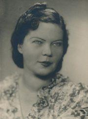 Liūnė Janušytė. Apie 1945 m. PAVB F61-46