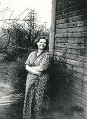 Rašytoja Liūnė Janušytė Panevėžyje. 1962 m. PAVB F61-17