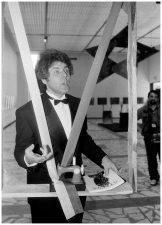 """Parodos """"Retrospektyva 1973–1993"""" atidarymas Šiuolaikinio meno centre. Vilnius, 1993 m."""