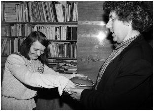 Susitikimas dailininkės Gražinos Didelytės namuose. Vilnius, 1995 m.