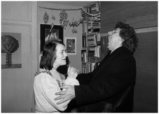 Senų draugų pasimatymas. Stasys ir Gražina Didelytė. Vilnius, 1995 m.