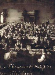 3. Panevėžio vidurinės ekonominės mokyklos abiturientų išleistuvės. 1948 m. Nuotrauka iš V. Vyšniausko archyvo