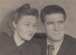 Jonas Stasiūnas su žmona Brone. 1945 m. Aušros Stasiūnaitės asmeninis fotografijų archyvas