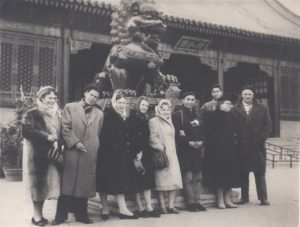 Jonas Stasiūnas (dešinėje) su kolegomis gastrolėse Kinijos liaudies respublikoje. Aušros Stasiūnaitės asmeninis fotografijų archyvas