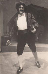 """Jonas Stasiūnas – Alfijas P. Mascagni operoje """"Kaimo garbė"""". 1945 m. Aušros Stasiūnaitės asmeninis fotografijų archyvas"""