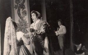 """Jonas Stasiūnas – Eskamiljas G. Bizet operoje """"Karmen"""". 1947 m. Aušros Stasiūnaitės asmeninis fotografijų archyvas"""