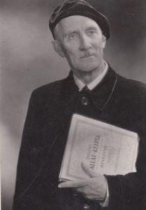 Petras Oleka (1895–1975) – Lietuvos dainininkas, režisierius, pedagogas. Aušros Stasiūnaitės asmeninis fotografijų archyvas