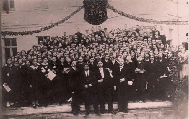 1. Dainų šventė Panevėžyje 1924 m. Priekyje antras iš dešinės stovi Panevėžio šaulių choro vadovas Vladas Paulauskas. Nuotrauka iš privačios kolekcijos